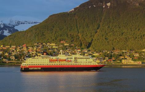 Frühling im norwegischen Fjordland