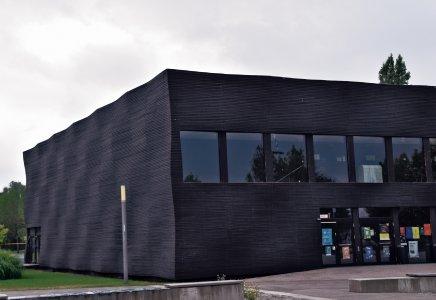 """Diese vorgehängte Holzfassade zeigt, dass auch architektonische """"Highlights"""" möglich sind."""