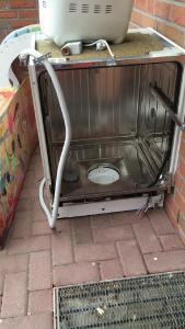 Gelsenkirchener Schrotthändler kommen und nehmen jeden Elektroschrott mit