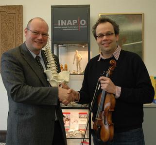 Prof. Dr. Christoff Zalpour (l.) und Prof. Hauko Wessel wollen gemeinsam neue Standards zur Gesundheitsförderung von Musikern setzen