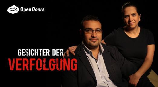 """George und Nawal aus Syrien auf einem Plakat für neue Serie beim Hope TV """"Gesichter der Verfolgung"""""""