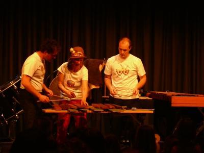 Anatol, der Trommeltroll - Kinderkonzert von mini.musik mit der Familie der Schlaginstrumente