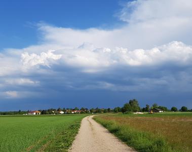 Hausbesitzer, die erst jetzt über Windsogsicherung und Wasserabführung nachdenken, können nur noch auf ihr Glück, nicht aber auf die Versicherung, vertrauen / Fotos: HF.Redaktion