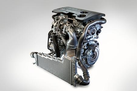 Weltpremiere in Moskau: Die erste Phase im neuen Motorenprogramm von Opel markiert ein neuer aufgeladener Vierzylinder-Benziner. Der Motor verfügt über einen Hubraum von 1.598 Kubikzentimetern, zentrale Direkteinspritzung und Start/Stop-Technologie. Der SIDI (Spark Ignition Direct Injection) ECOTEC-Benzin-Direkteinspritzer stellt ein außergewöhnlich hohes Drehmoment von bis zu 300 Newtonmetern zur Verfügung