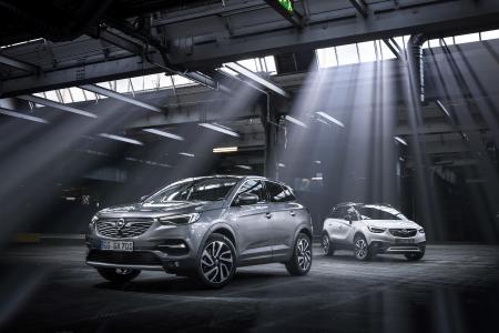 Angreifer: Nach dem Bestseller Mokka X bringt Opel nun auch den neuen Grandland X (links) und den neuen Crossland X auf den boomenden SUV-Markt