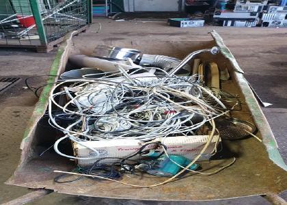 Die Schrottabholung Dortmund holt jede Art von Schrott kostenlos vom Kunden ab. Der Schrott, insbesondere Elektroschrott, steckt voller Materialien, die nicht verloren gehen sollten. Nach einer entsprechenden Vorsortierung werden diese den Recycling-Anlagen zugeführt.