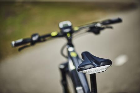 Radfahren macht nicht nur Spaß, sondern wirkt sich auch positiv auf Ihre Gesundheit aus. Doch bei falscher Einstellung der Fahrrad-Komponenten sind Rückenschmerzen leider schnell vorprogrammiert. Die Aktion Gesunder Rücken e. V. bietet Ihnen hierzu hilfreiche Tipps, die beim Radeln für einen gesunden Rücken sorgen!/ Bild: RTI Sports/ AGR