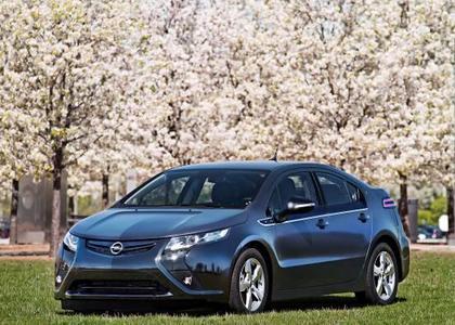 Das erste Vorserienfahrzeug des Opel Ampera rollte jetzt von der Fertigungslinie - ein wichtiger Meilenstein auf dem Weg zur Markteinführung Ende nächsten Jahres