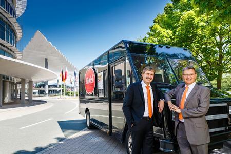 Halten die NürnbergMesse seit Jahren auf Erfolgskurs: die CEOs der NürnbergMesse Group (v. l.), Peter Ottmann und Dr. Roland Fleck. Foto: obx-news/NürnbergMesse