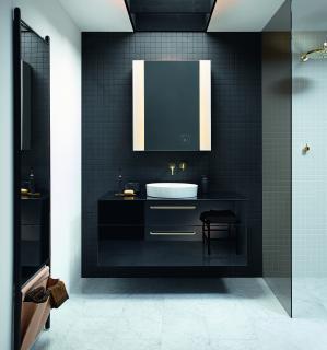 Mit dem RL40 Room Light Spiegelschrank durch den Tag: burgbad hat einen innovativen Spiegelschrank mit ergonomischer Lichtsteuerung entwickelt, der auf die verschiedenen Lichtbedürfnisse des Menschen im Bad eingeht. (Foto: burgbad)
