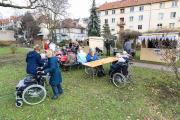 """Stimmungsvoller Budenzauber: Für einen Nachmittag verwandelte sich der Innenhof der """"Emilia"""" Seniorenresidenz in einen kleinen Weihnachtsmarkt für die Bewohner"""