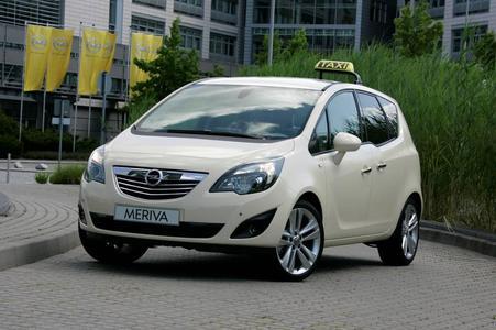 Der Meriva hat gute Voraussetzungen, um als Taxi-Modell Karriere zu machen. So profitieren Fahrer und Passagiere gleichermaßen von den ergonomischen Qualitäten des neuen Opel - die Aktion Gesunder Rücken e.V. (AGR) hat das kompakte Großraumfahrzeug als erstes Auto mit ihrem Gütesiegel ausgezeichnet