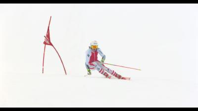 Manuel Feller auf historischem Schi beim Riesentorlauf / Manuel Feller / Foto: Martin Stoni, Copyright: Berlin Producers Media GmbH / Pre TV
