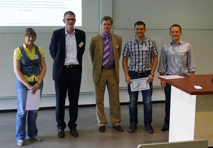 Das Gewinnerteam mit Organisator und Preisstifter: Nadine Slomski, Prof. Dr. Christian Schäfers, Carsten Haferkamp (Valmet Automotive), Witalij Knaub und Peter Hemminger (v.l.n.r.)