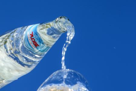 Mit Plose Mineralwasser aus Südtirol Dolce Vita nach Hause holen (Quelle: Plose Quelle AG)