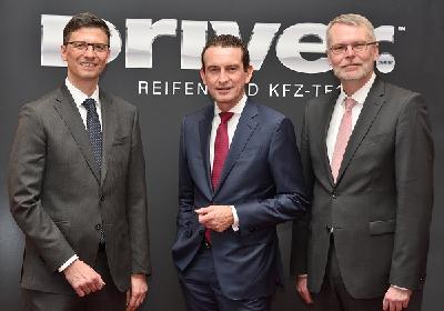 Links: Thorsten Schäfer (l.) , Geschäftsführer DRIVER Reifen und KFZ-Technik GmbH, Andreas Penkert, Geschäftsführer Vertrieb und Marketing Pirelli Deutschland GmbH, und Rolf Körbler, Geschäftsführer DRIVER Handelssysteme GmbH, begrüßten über 240 Teilnehmer beim DRIVER Jahresauftakt-Event 2019 in Frankfurt/Main.