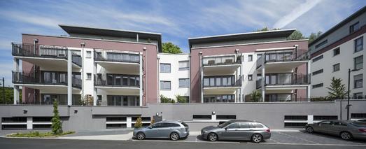 Zur Wärmedämmung der Fassaden wurde auf einer Gesamtfläche von 25.000 m² das Capatect WDVS mit 180 mm dicker Dalmatinerplatte und Caparol ThermoSan-Fassadenputz NQG verarbeitet, Foto: Caparol Farben Lacke Bautenschutz/Martin Duckek