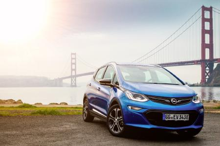 Atemberaubende Aussichten: Der neue Opel Ampera-e strahlt vor der Golden Gate Bridge