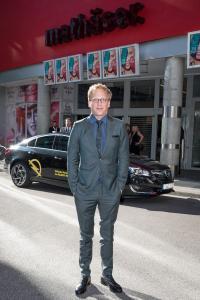 Die Zwei: Der deutsche Schauspieler Kai Lentrodt und der Opel Insignia aus Rüsselsheim / Foto: Adam Opel AG