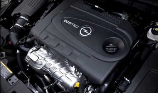 Mit einem Leistungsplus von 30 PS tritt der Zweiliter-Turbo mit Direkteinspritzung in Kombination mit Allradantrieb zum neuen  Modelljahr an. Er ist mit Sechsgang-Schaltgetriebe oder -Automatik erhältlich.Der Motor entwickelt 185 kW/250 PS und ein maximales Drehmoment von 400 Nm (vorher 350 Nm) und beschleunigt von 0 auf  100 km/h in 7,5 Sekunden