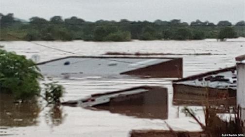 Überschwemmte Häuser in Tete, Mosambik / © Foto: André Baptista/VOA (gemeinfrei)