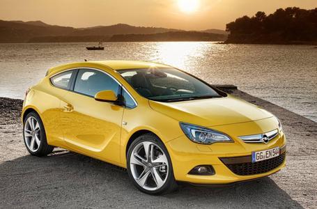 Erstmals präsentiert Opel den neuen Astra GTC auf der Internationalen Automobil-Ausstellung in Frankfurt im September 2011 /Mit seinen klaren Lichtkanten, schwungvollen Linien und athletischen Proportionen weckt das Kompaktcoupé Emotionen