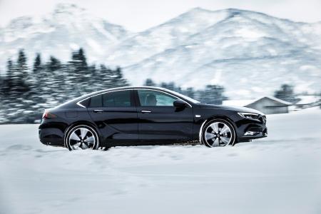 Neuer Opel Insignia 4x4: Starkes Stück: Der neue Opel Insignia Grand Sport 4x4 setzt Maßstäbe bei Fahrdynamik und Handling