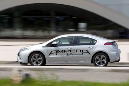 """Opel präsentiert auf der """"Electric Avenue"""", der Leitmesse für nachhaltige Mobilität vom 17.-20. Mai in Friedrichshafen, die größte Flotte von Elektrofahrzeugen, die je auf einer Messe gezeigt  wurden. Besucher können während der Messetage Testfahrten mit dem Ampera unternehmen und die Alltagstauglichkeit des Elektroautos selbst erleben"""