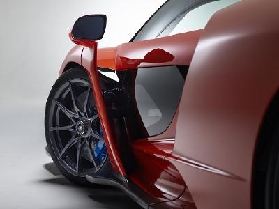 McLaren vertraut den UHP-Reifen von Pirelli, um die 800 PS des McLaren Senna sicher auf Strecke und Straße zu übertragen
