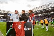 Gemeinsam massiv gegen Mobbing: Dr. Helge Mensching und Carsten Stahl bringen das gesellschaftlich wichtige Thema in die Fußballbundesliga
