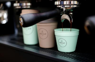 Gemeinsam gegen Einwegverpackungen: Das erfolgreiche Pfandsystem RECUP für Coffee-to-go-Mehrwegbecher erweitert sich mit REBOWL um ein Pfandsystem für Take-away Mehrwegschalen