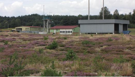 """Der Luft-Boden-Schießplatz bei Siegenburg, auf dem 75 Jahre scharf geschossen wurde und den der Volksmund verachtungsvoll """"Bombodrom"""" nannte, ist seit Dezember 2014 offiziell kein Militärgelände mehr. Foto: obx-news/Walter Bollmann, BImA"""
