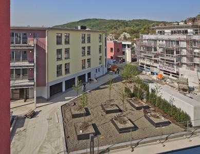 Das neue Wohnquartier Schlossbergterrasse präsentiert sich idyllisch eingebettet ins Weinheimer Tal am Fuße der badischen Bergstraße, Foto: Caparol Farben Lacke Bautenschutz/Martin Duckek