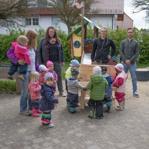 """""""Step by Step"""" baut Werkbank für Kindergartenkinder / Foto: Vogelsbergkreis"""
