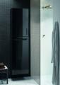 Der neue SYS 30-Hochschrank von burgbad: vorgewärmte Handtücher frisch aus dem Schrank. In einem exklusiven Kooperationsprojekt mit dem Raumklimaspezialisten Zehnder entstand ein Möbel, das die Funktionen Stauraum und Wärme zu einer ästhetischen, geschlossenen Einheit verschmilzt / Fotograf / Quelle  burgbad