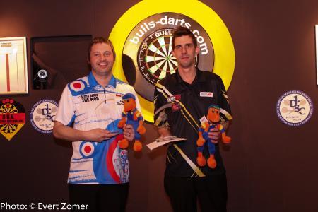 en-Einzel BULL'S Darts Masters Scott Baker (li) und Runner-Up Michael Unterbuchner WK