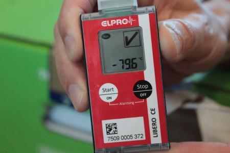 -79,6 Grad. Die Temperatur des BionTech-Impfstoffs wird permanent überprüft. Foto: Sabine Galle-Schäfer/Vogelsbergkreis