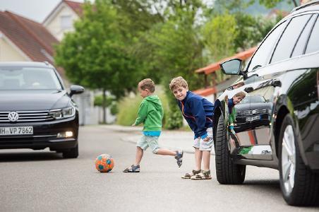 Unfallfrei zur Schule: Sicherheit im Straßenverkehr ist wichtigstes Thema für Eltern und Entwickler