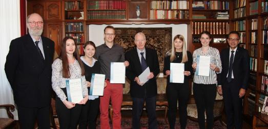 Zwei Teams erhielten für die ausgezeichneten Referate zu aktuellen Themen den Semesterpreis Wirtschaftsethik der Stiftung Haus Wienemann / Foto/Frederik Wigger