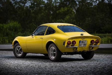 Schöner Rücken: Das Coke-Bottle-Design zitiert die Linienführung der Corvette C3, die 1967 – nur ein Jahr vor dem Opel GT – erschien