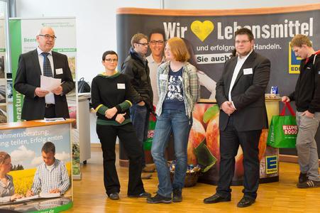 Prof. Dr. Henning Schacht eröffnet die Unternehmensmesse Gartenbau zusammen mit den Studierenden Anja Fritzen, Eva Schloetmann und Arndt Kötter (von links)