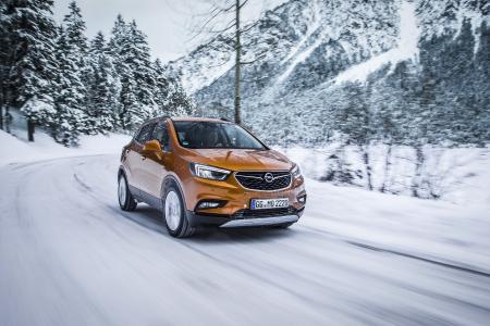 Der packt zu: Der Opel Mokka X findet dank adaptivem Allradantrieb festen Halt auf Schnee und Eis