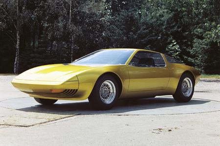 Das Opel Genéve Concept, das auf dem Genfer Autosalon 1975 Premiere feierte, sollte ursprünglich von einem Wankelmotor angetrieben werden. Die Ölkrise Anfang der 70iger Jahre und der konzeptionell hohe Spritverbrauch des Kreiskolbenmotors stoppte diese Entwicklung. Foto: Adam Opel AG