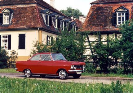 Doppelschlag: Im Juni 1962 erschien der erste Nachkriegs-Kadett zunächst als Limousine, bereits im September folgte das sportliche Kadett A Coupé (Foto). Foto Opel AG