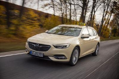 """Opel Insignia jetzt auch als Taxi - """"Hallo Taxi"""": Wer ein ebenso geräumiges wie komfortables Fortbewegungsmittel sucht, wird ab sofort beim Opel Insignia Sports Tourer als neuem Taxi-Modell fündig"""