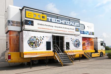 Das mobile BIOTechnikum des Bundesforschungsministeriums informiert in Erlenbach und Alzenau mit einem doppelstöckigen Forschungstruck über die Anwendung der Biotechnologie