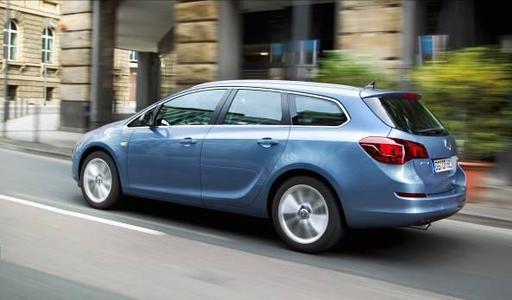 Aufgrund der großen Nachfrage nach dem Astra Sports Tourer (Bild) und dem Astra-Fünftürer plant Opel Sonderschichten in den Werken Gliwice (Polen) und Ellesmere Port (Großbritannien)