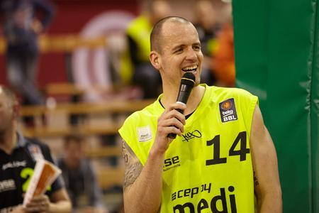 """Steve Wachalski bezeichnete die Vertragsverlängerung als die """"wichtigste Nachricht nach dem Sieg"""" / Der Power Forward der medi bayreuth Basketballer: """"medi und medi bayreuth gehören wirklich zusammen."""""""