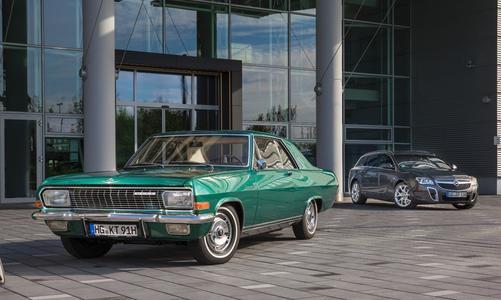 """Starke Motoren: Opel-Chef Dr. Karl-Thomas Neumann wechselt für die """"Bodensee Klassik"""" von seinem Insignia OPC mit 325 PS auf das Diplomat Coupé mit 230 PS"""