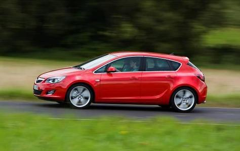 Aufgrund der großen Nachfrage nach dem Astra Sports Tourer und dem Astra- Fünftürer (Bild) plant Opel Sonderschichten in den Werken Gliwice (Polen) und Ellesmere Port (Großbritannien)